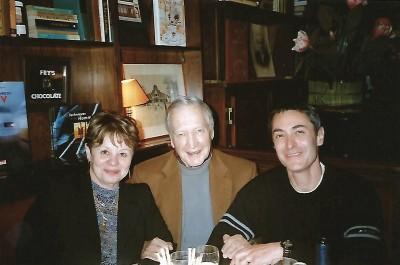Robert Laffont avec un nièce d'H. Charrière et Vincent Didier au restaurant le Montéverdi à Paris en avril 2003