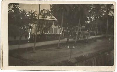 Le logement du directeur en face du camp.