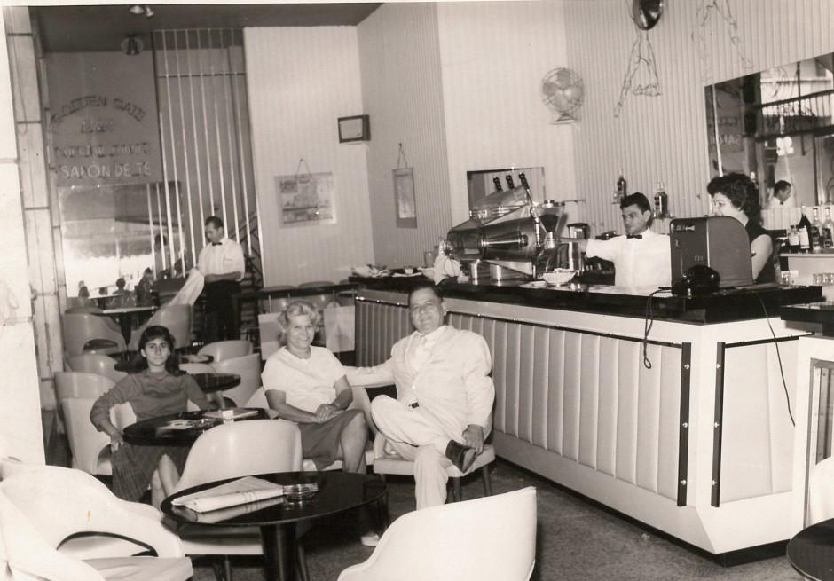 H. Charrière Rita et Clothilde dans leur établissement « Le Grand Café » à Caracas.