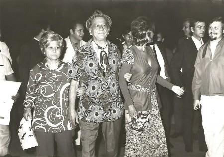 De gauche à droite : Rita Ben Simon, H. Charrière, Claudia Cardinale.