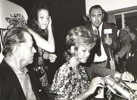 H. Charrière et Claudia Cardinale.