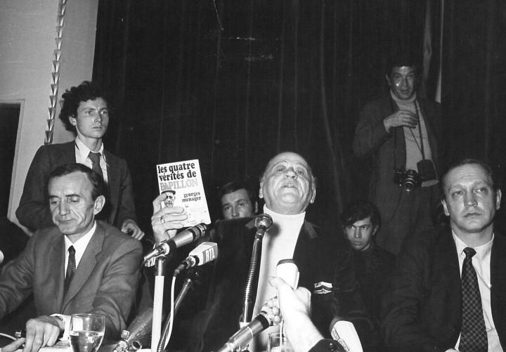 Conférence de presse au Lutécia à Paris. De gauche à droite : Jean-Pierre Castelnau, H. Charrière, Robert Laffont.